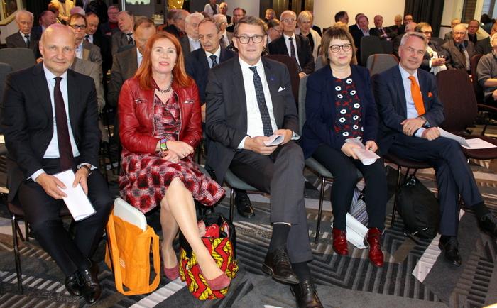 Afrikka tulevaisuuden maanosa -paneelistit ja puheenjohtaja Paasikivi-Seuran kokouksessa 9.10.2017