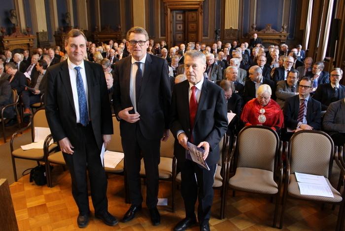Puheenjohtajistoa_Suistio_Vanhanen_Ahde ja yleisöä 12.4.2018_Arktinen Forum