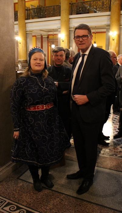 Saamelaiskäräjien puheenjohtaja Sanila-Aikio ja Paasikivi_Seuran puheenjohtaja Vanhanen _Arktinen Forum 12.4.2018